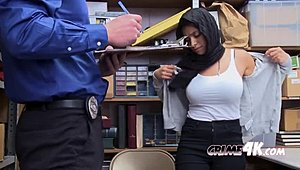 Mall cop persuades muslim playgirl undress down Full Tube